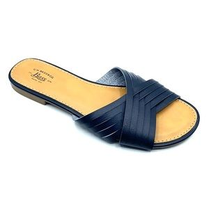 G.H. Bass &Co. slide sandal size 7. Tan and navy